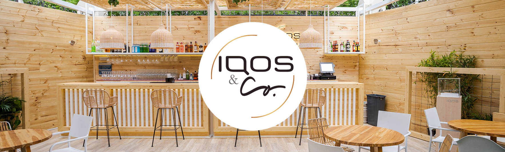 Terraza IQOS and CO con logotipo